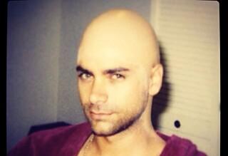 - Hva har skjedd med håret hans?!