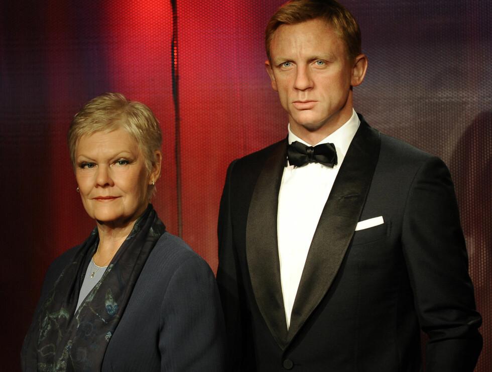 JAMES BOND-STJERNE: Dame Judi Dench har spilt i mange James Bond-filmer. Her sammen med Daniel Craig. Foto: Stella Pictures