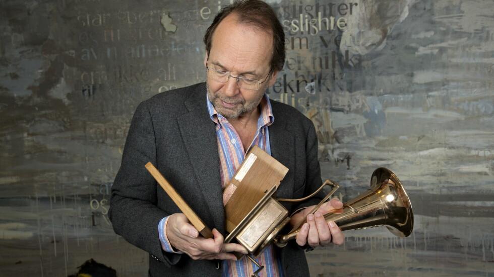 I FLERE BITER: Det gjeve Spellemann-troféet var ikke inntakt da det gikk til visesanger Ole Paus.  Foto: Espen Solli/Seoghør