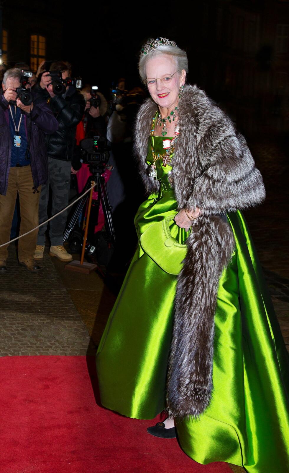 FAVORITT PÅ HJEMMEBANE: Den danske moteeksperten Uffe Buchard roser dronning Margrethes grønne kjole, som hun fikk laget i forbindelse med sin 70-årsdag.   Foto: action press/All Over Press