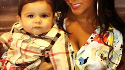 MAMMA: I august i fjor ble Nicole Polizzi mamma for første gang. Nå følger bestevenninnen etter. Foto: FAME FLYNET