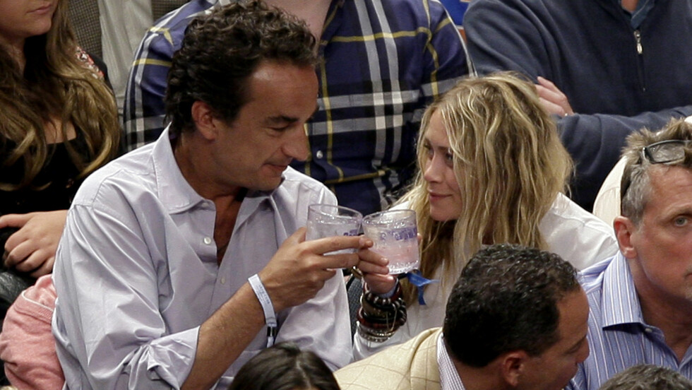 FORELSKET: Olivier og Mary-Kate er stormende forelsket og har det siste året blant annet vært på basketball-kamper i New Yorks Madison Square Garden sammen Foto: UPI
