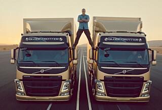 Se Van Dammes livsfarlige bilstunt
