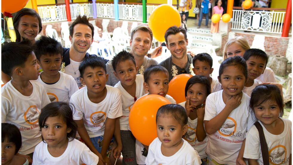 HJERTEVARMT: Mark Read (f.v.) , Christian Ingebrigtsen og Ben Adams besøkte barnehjemmet House of Dreams på Cebu på Filippinene i fjor vinter.  Foto: Henning Jensen