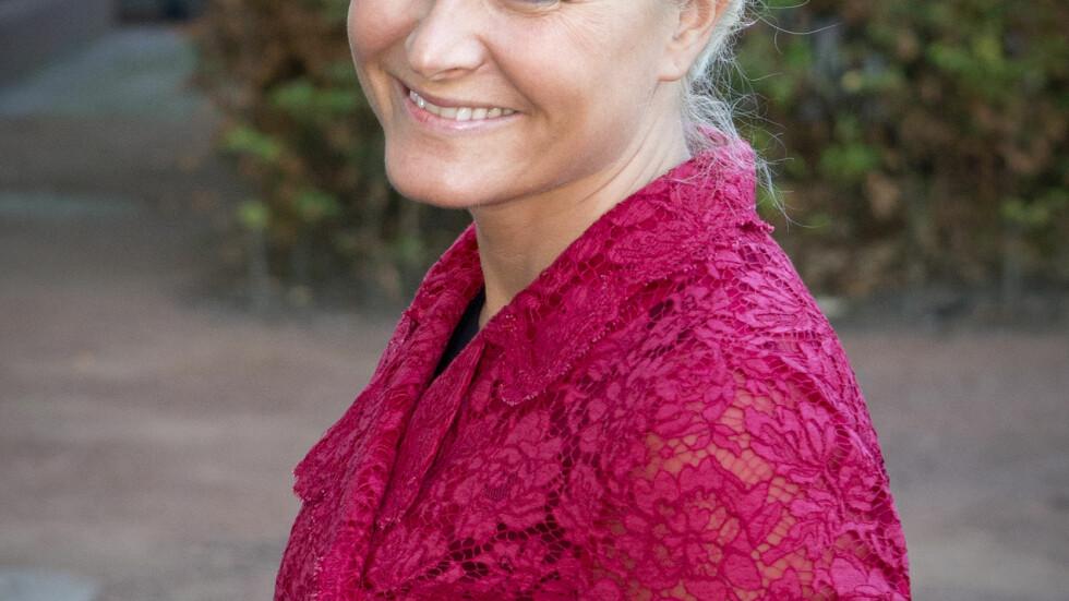 OPERERES: Kronprinsesse Mette-Marit må opereres for nakkeprolapsen.  Foto: Stella Pictures