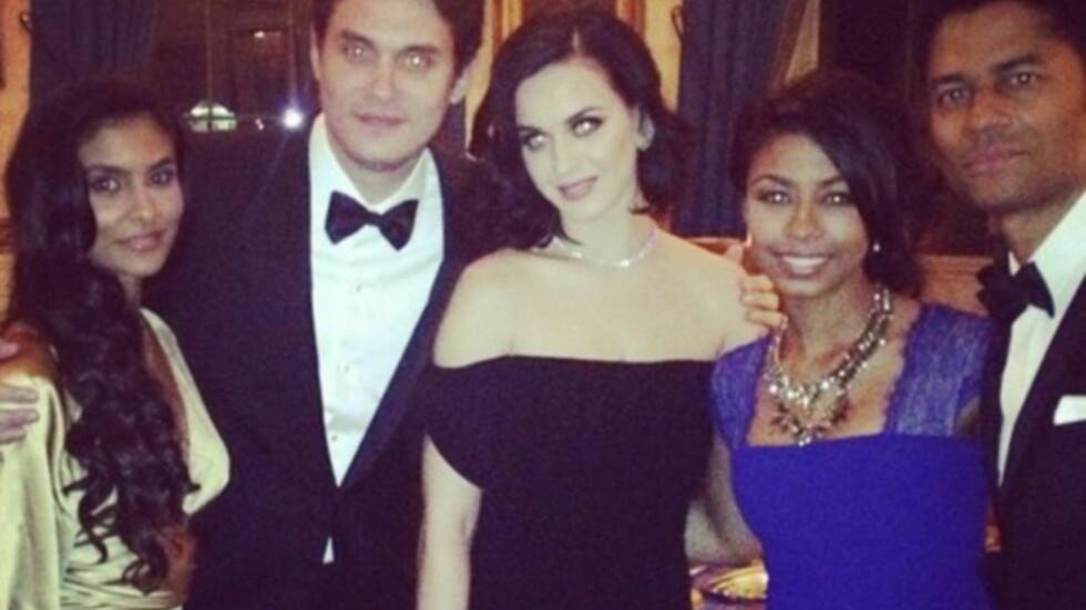 FORLOVELSE?: Flere av stjerneparets venner venter nå på at John Mayer skal fri til Katy Perry. Foto: © Instagram