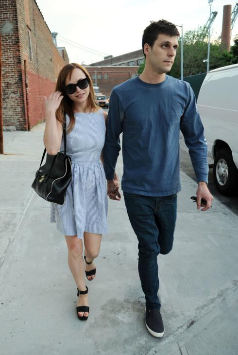 MANN OG KONE: Christina og James giftet seg lørdag etter et par år som kjærester. Her avbildet sammen i New York i mai. Foto: Getty Images/All Over Press