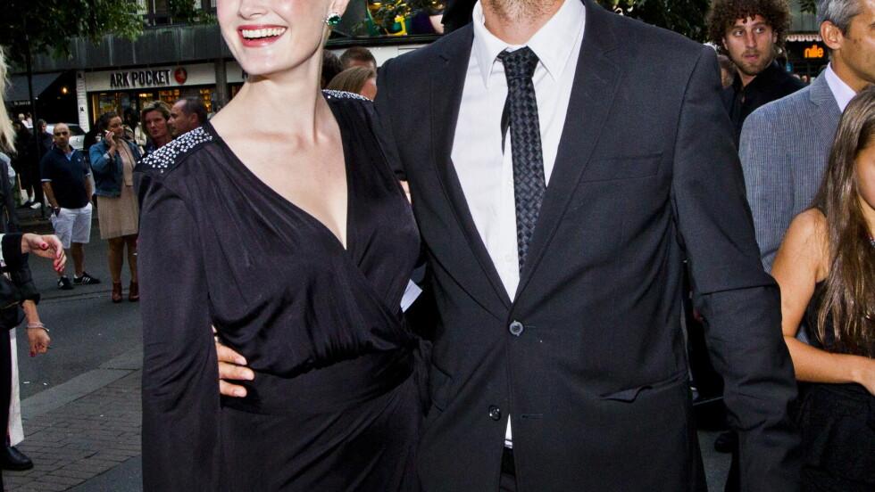 LYKKELIGE: Trond Fausa Aurvåg og samboeren Lena Kristin Ellingsen møttes da begge spilte i stykket «Manndomsprøven» på Oslo Nye Teater i 2006. Foto: NTB scanpix