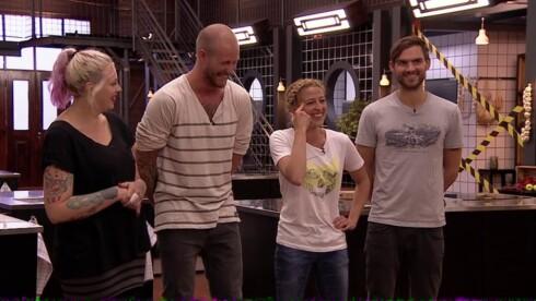 LATTERMILD: Jannecke Weeden og «Master Chef»-konkurrentene Fam Irvoll, Storm Pedersen og Henrik Thodesen begynner alle å le når hun forteller sin historie.