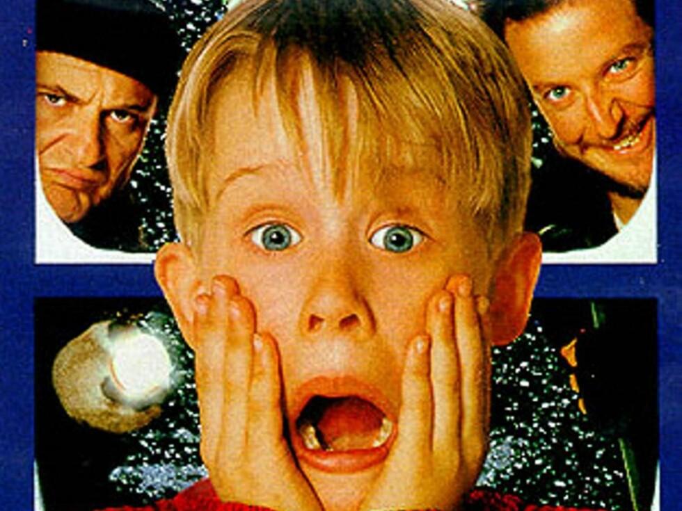 """PÅ TYVEJAKT: Macaulay Culkin må trå til når tyver truer familiens hus i """"Hjemme Alene""""."""