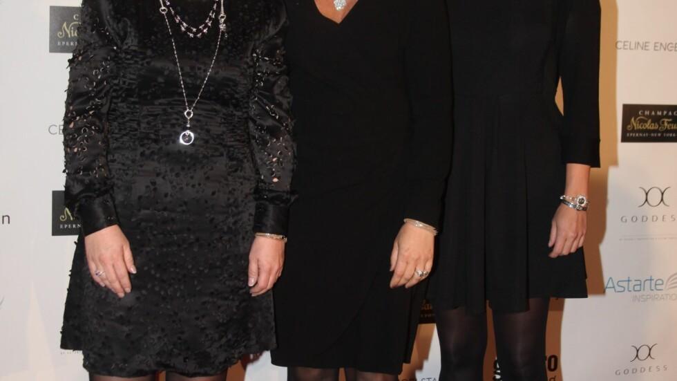 STOLTE DESIGNERE: Prinsesse Märtha Louise og og hennes makker Elisabeth Nordeng har samarbeidet med den anerkjente smykkedesigneren Celine Engelstad (t.h.) om smykkekolleksjonen Goddess. Foto: Stella Pictures