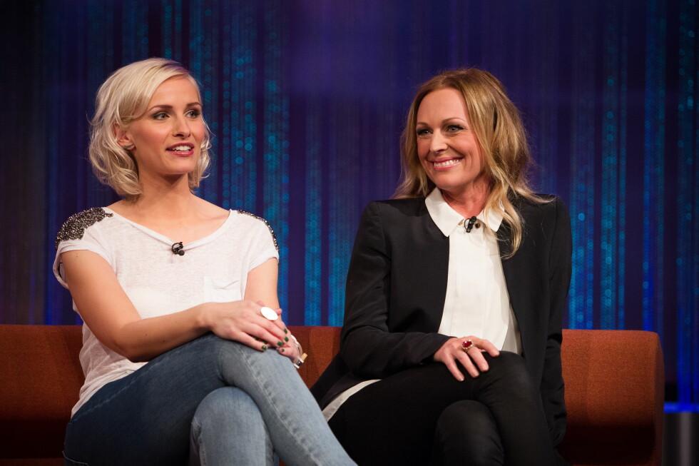 Pene søstre: Anne Rimmen og søster Marte Stokstad i Senkveld-studio. Foto: Fame Flynet