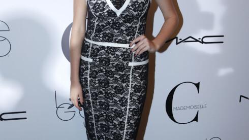 ORIGINAL: Tirsdag kveld vakte Kate også oppmerksomhet - da for sin spesielle kjole og perfekte sminke.  Foto: Stella Pictures