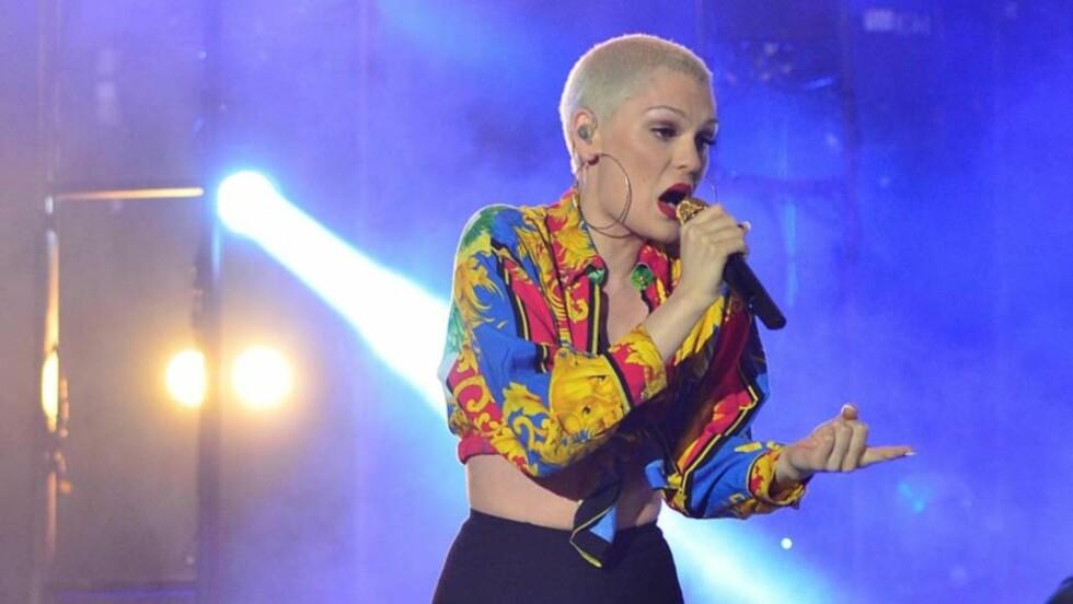 FÅR SLAKT: Popartisten Jessie J mottar krass kritikk for sceneantrekket hun opptrådte i på «The Isle of MTV» i Malta denne uken. Foto: All Over Press