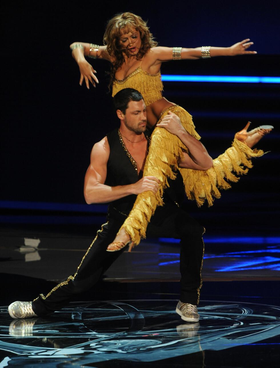 EKSER: Maksim var tidligere forlovet med Dancing With the Stars-kollega Karina Smirnoff, men de to endte forlovelsen høsten 2009. Foto: Stella Pictures