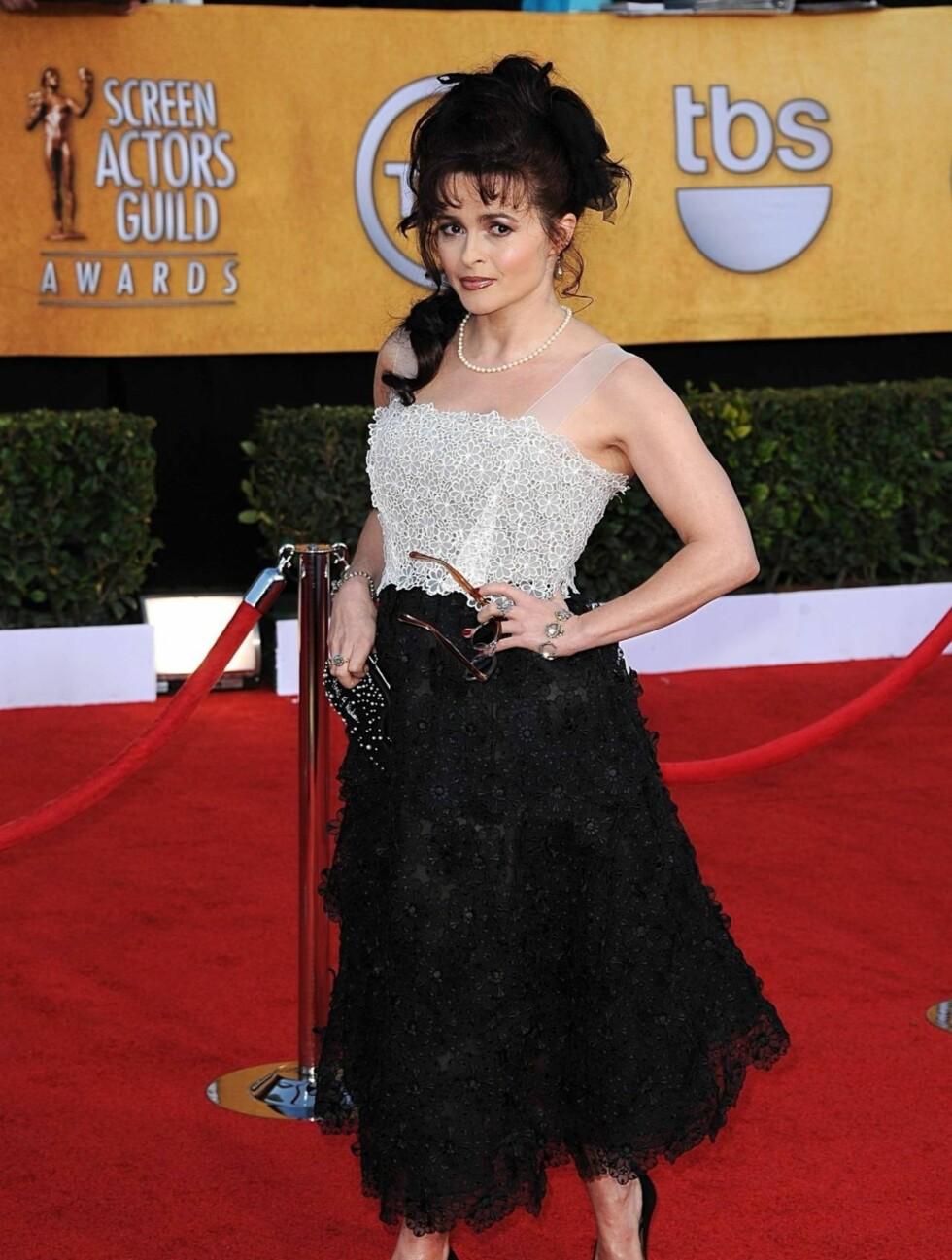 HELENA BONHAM CARTER: Havnet nok en gang blant de verst kledde, selv om kjolen var fra Marc Jacobs.  Foto: Stella Pictures