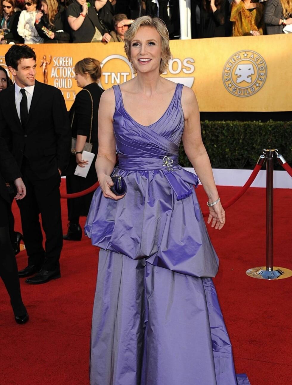 JANE LYNCH: «Glee»-skuespillerinnen hadde på seg en altfor ungdommelig Ali Rahimi kjole.  Foto: Stella Pictures