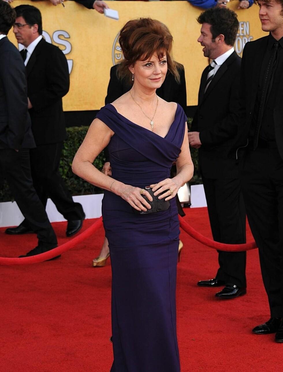 SUSAN SARANDON: Skuespillerinnen bar en mørkeblå/lilla kjole fra Nicole Miller. Foto: Stella Pictures