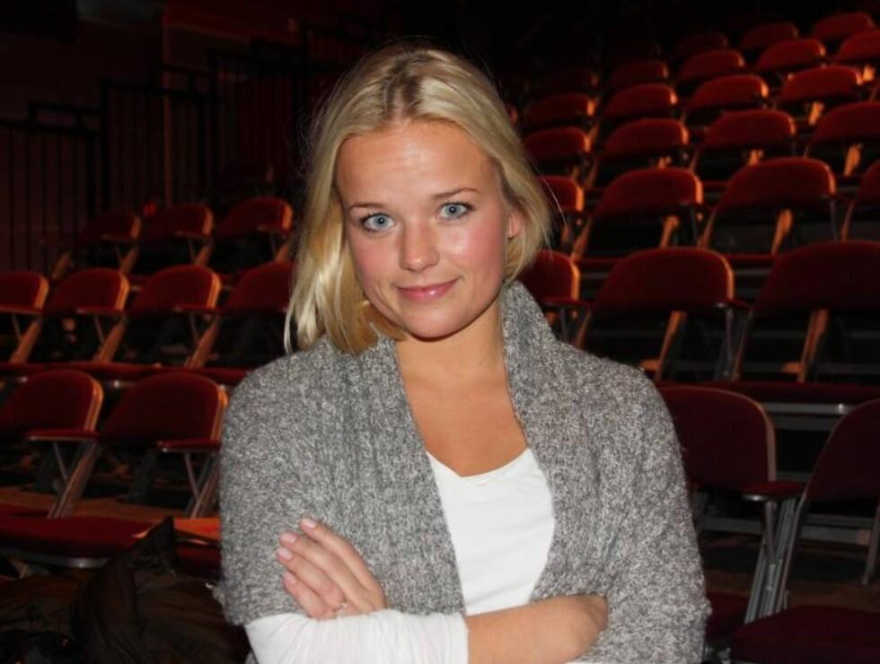 PÅ EGNE BEN: Tiril Heide-Steen, datter av avdøde Harald Heide-Steen jr., har blitt 21 år gammel. Til våren har hun en av de sentrale rollene i Riksteatret-forestillingen «Knutsen & Ludvigsen», som har premiere i mars.  Foto: Adéle C. Blystad/Seher.no