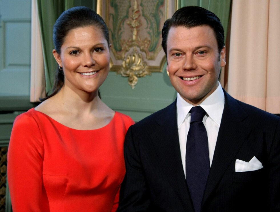 ENDELIG GIFTER DE SEG: Tirsdag kunne svenske kronprinsesse Victoria bekrefte forlovelsen med sin Daniel Westling.  Foto: AP