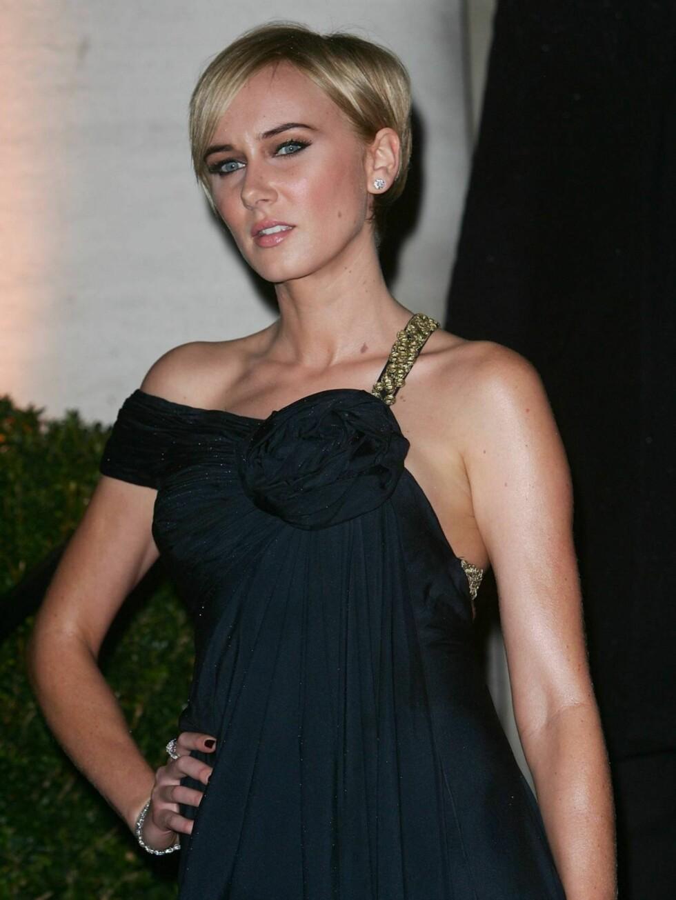 KIMBERLEY STUART: Datteren til Rod Stewart er vel nesten mer kjent for sitt vennskap med Paris Hilton og Co., enn hun er som modell.  Foto: All Over Press