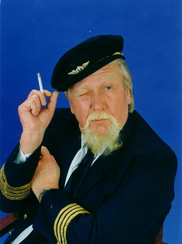 SLIK VI HUSKER HAM: Flykaptein Gomez for det spanske charterselskapet Spandex var en av figurene Harald Heide-Steen hadde suksess med i en årrekke.