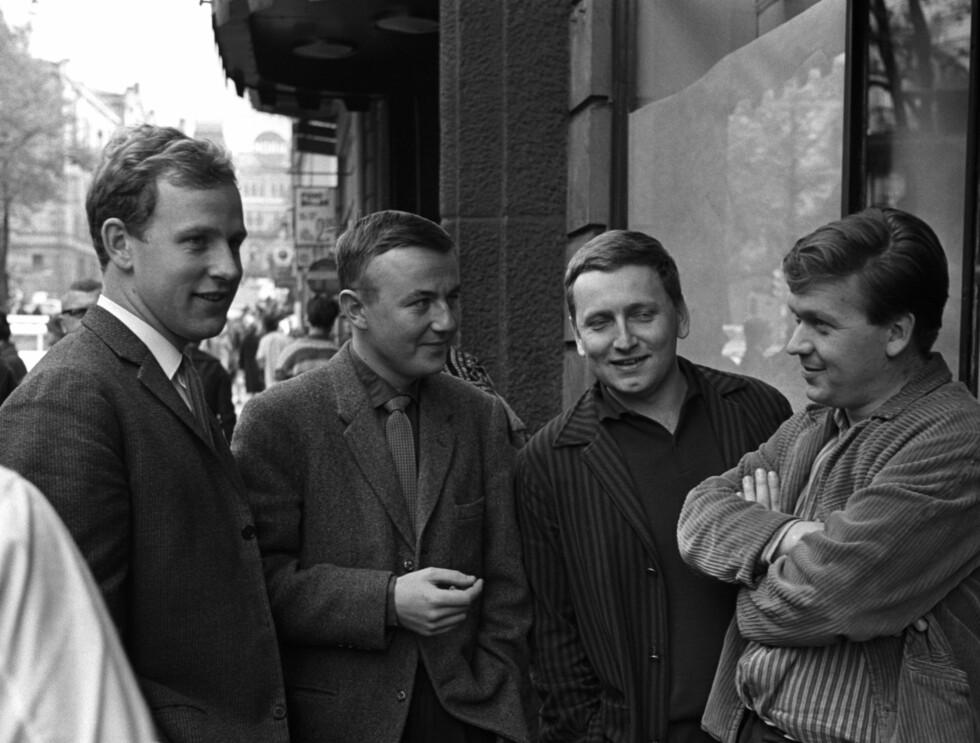 UNGE OG HÅPEFULLE: Unge revyentusiaster Norge fikk se mye til i årene som kom, f.v. : Jon Skolmen, Svein Byhring, Rolv Wesenlund og Harald Heide-Steen jr Foto: SCANPIX