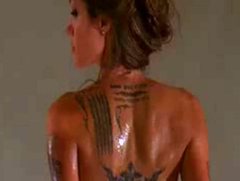 """<strong>NAKEN:</strong> Angelina Jolie kler av seg i """"Wanted"""".  Foto: All Over Press"""