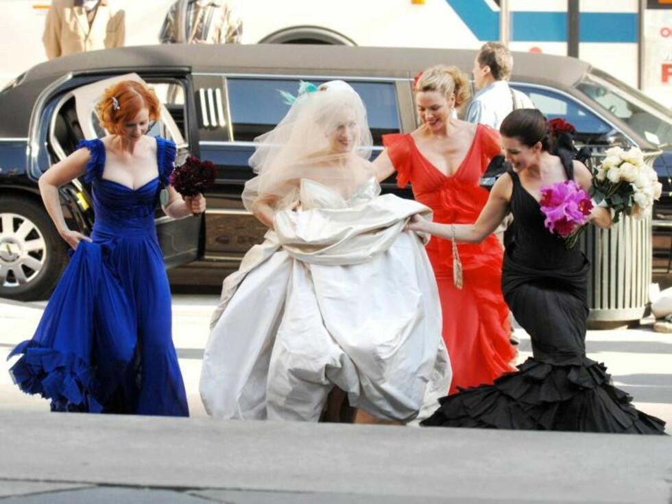 SEXY MEN IKKE SINGLE: To av de fire en gang single venninnene er gifte, nå ser det ut til at tredjemann Carrie løper til alters. Foto: Stella Pictures