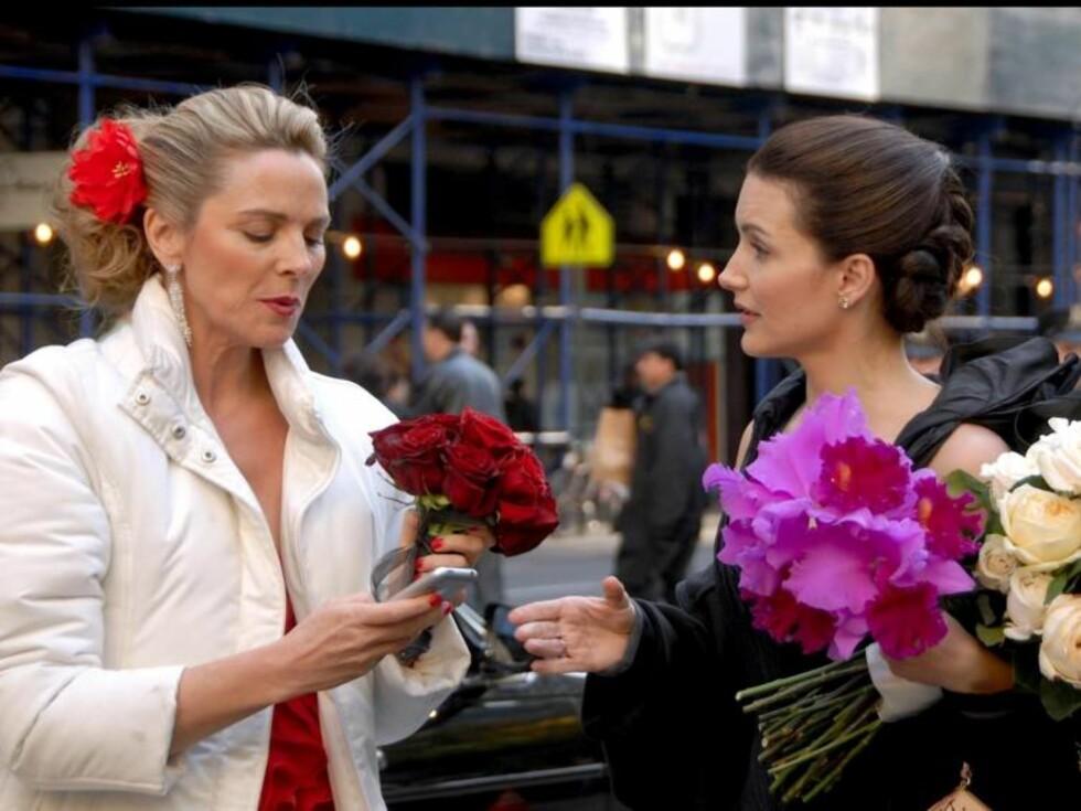 BEKYMRET: Brudepikene ser bekymret ut, blir det bryllupsproblematikk? Foto: Stella Pictures