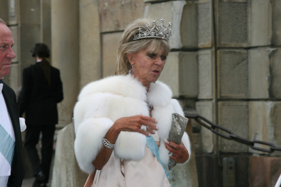 SJANGLET: Prinsesse Birgitta var gjest i Victoria og Daniels bryllup, og da hun ganske ustø entret Storkyrkan eksploderte kommentarene på internett. Foto: All Over