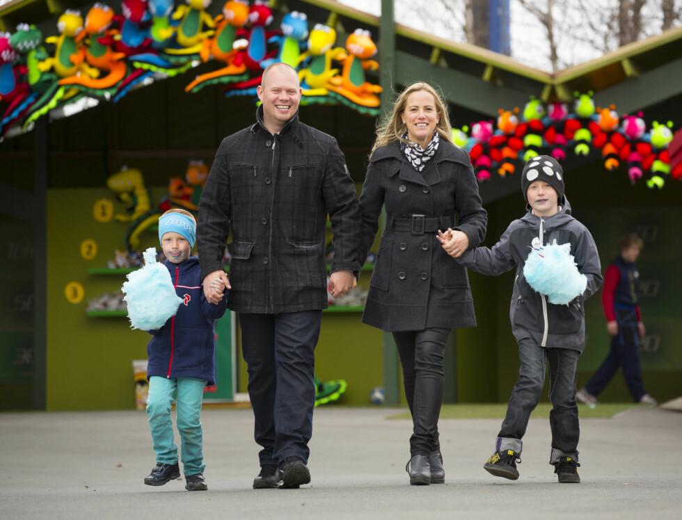 FAMILIETID: På Tusenfryd utenfor Oslo kunne Stian og Lill  nyte en hel dag med barna.  Foto: Espen Solli