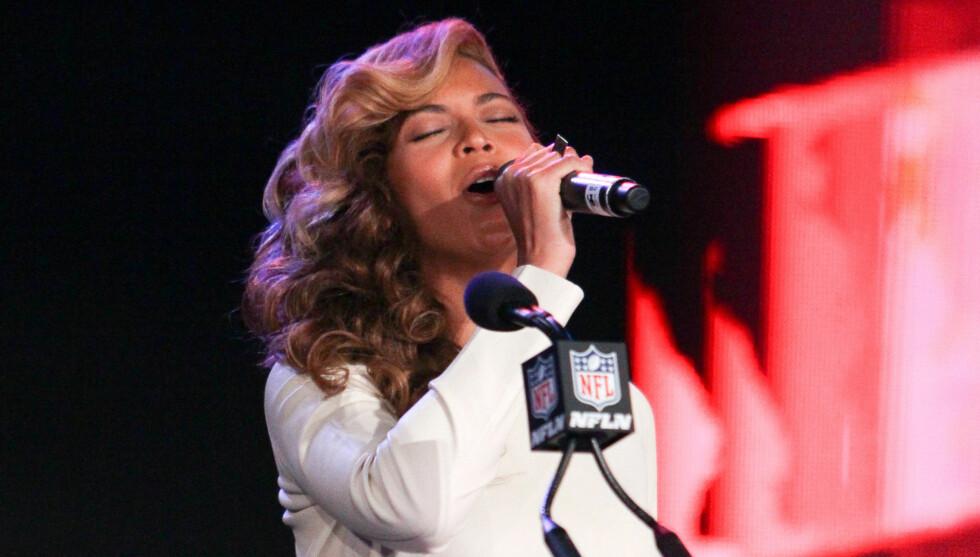 GULLSTRUPE: Helt uten forvarsel sang Beyoncé en live-versjon av den amerikanske nasjonalsangen foran et målløst pressekorps.  Foto: All Over Press