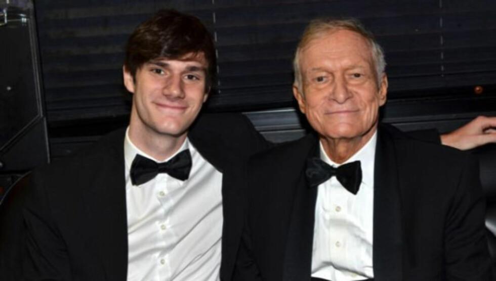 RART: Hugh Hefners sønn Cooper synes det er rart at noen av farens kjærester er yngre enn ham.  Foto: Cooper Hefner/Twitter