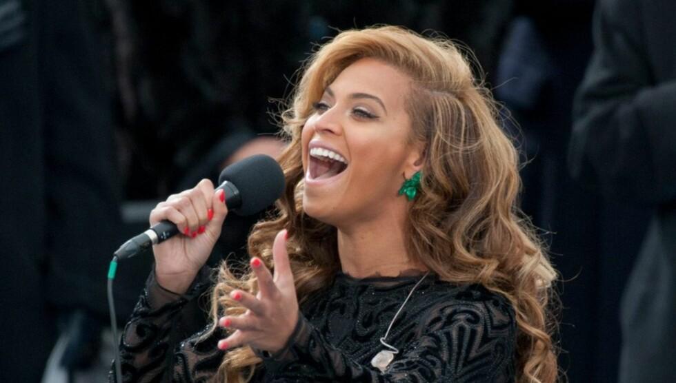 """KULDA HAR SKYLDA: Beyoncé fremførte en forhåndsinnspilt versjon av """"Star Spangled-Banner"""" i Washington D.C. Nå viser det seg at kulda hadde skylda.  Foto: All Over Press"""