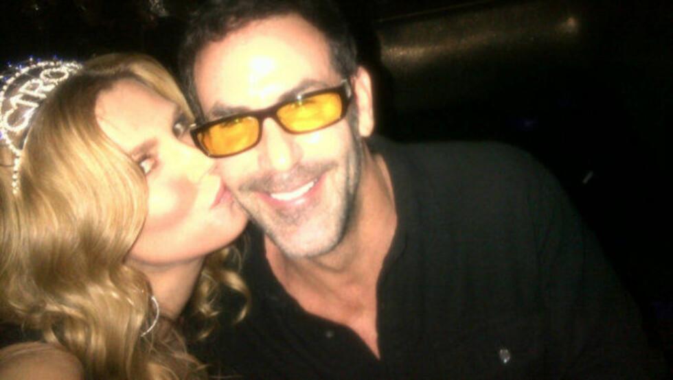 GIFTET SEG I FYLLA: Slik så det ut da TV-stjernen Brandi Glanville giftet seg med bestevennen Darin Harvey i Las Vegas i nyttårshelgen. Dagen derpå ble begge enige om å annullere ekteskapet. Foto: twitter