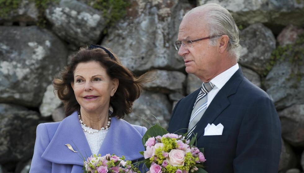 LYKKELIGE: - Det er et etterlengtet barnebarn, og vi er både veldig stolte og lykkelige i dag, skriver kongeparet i sin lykkeønskning til de nybakte foreldrene.  Foto: SCANPIX SWEDEN