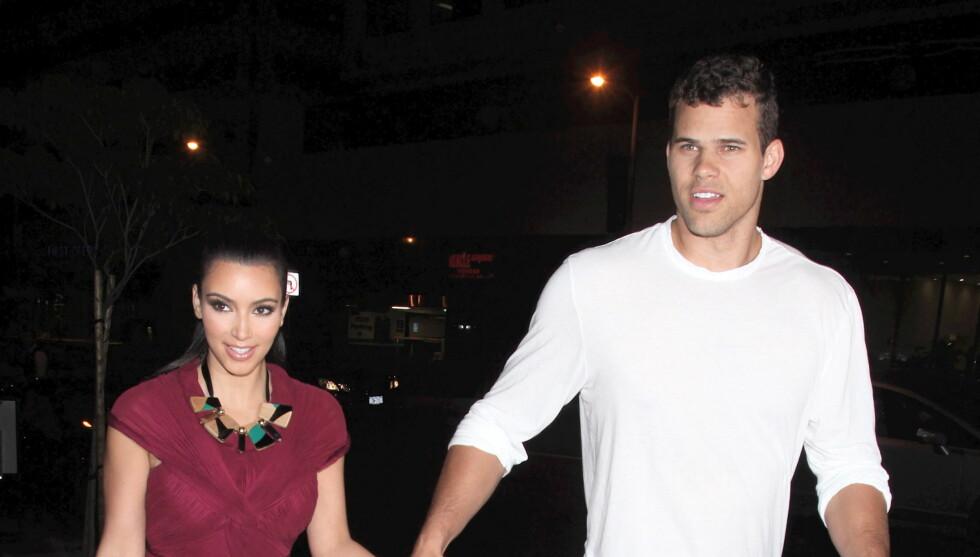PLANLEGGER BRYLLUP: Kim Kardashian og Kris Humphries har forlovet seg. Her er paret fotografert sammen i midten av mai. Foto: All Over Press