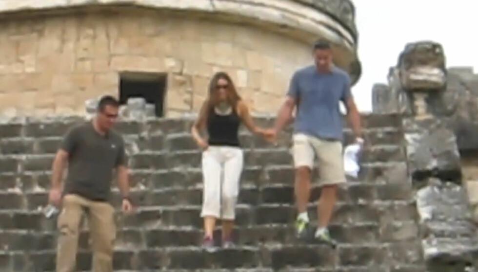 MEKSIKANSK FRIERI: Sofia Vergara fikk ifølge hennes sønn seg en overraskelse da hun ble med kjæresten Nick Loeb til toppen av maya-templet Chichen Itza. Der ble hun fridd til - og sa ja. Foto: YouTube