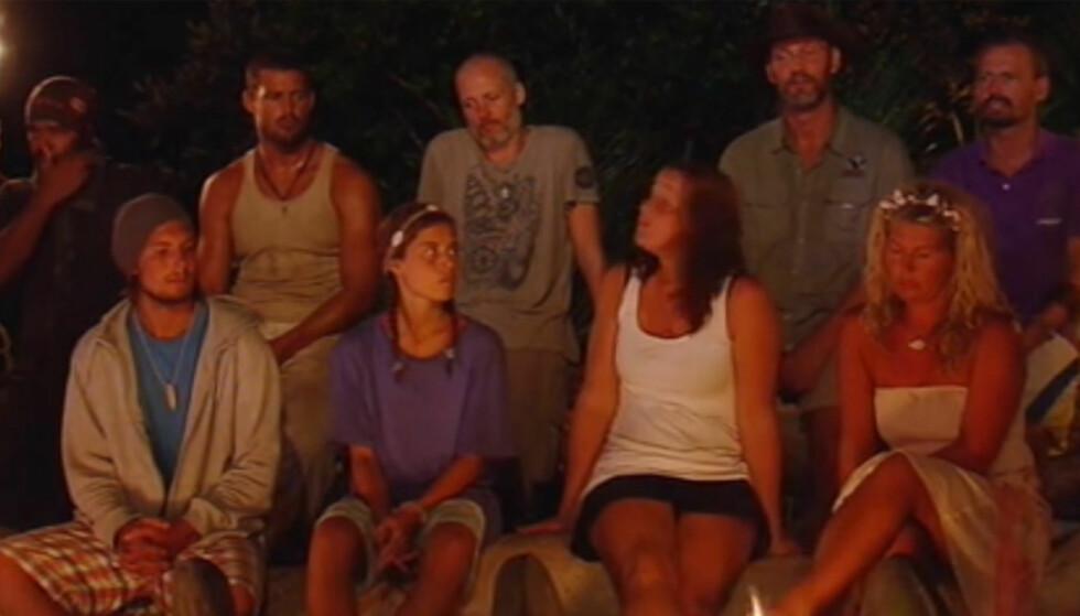 TAPTE «LOTTERIET»: Jon Bakken (nr tre fra venstre, bakerst) hevder han ser på «Robinson» som et lotteri, hvor en av tjue vinner. Søndag måtte han imidlertid forlate ekspedisjonen etter å ha blitt stemt ut av de andre deltagerne. Foto: TV3