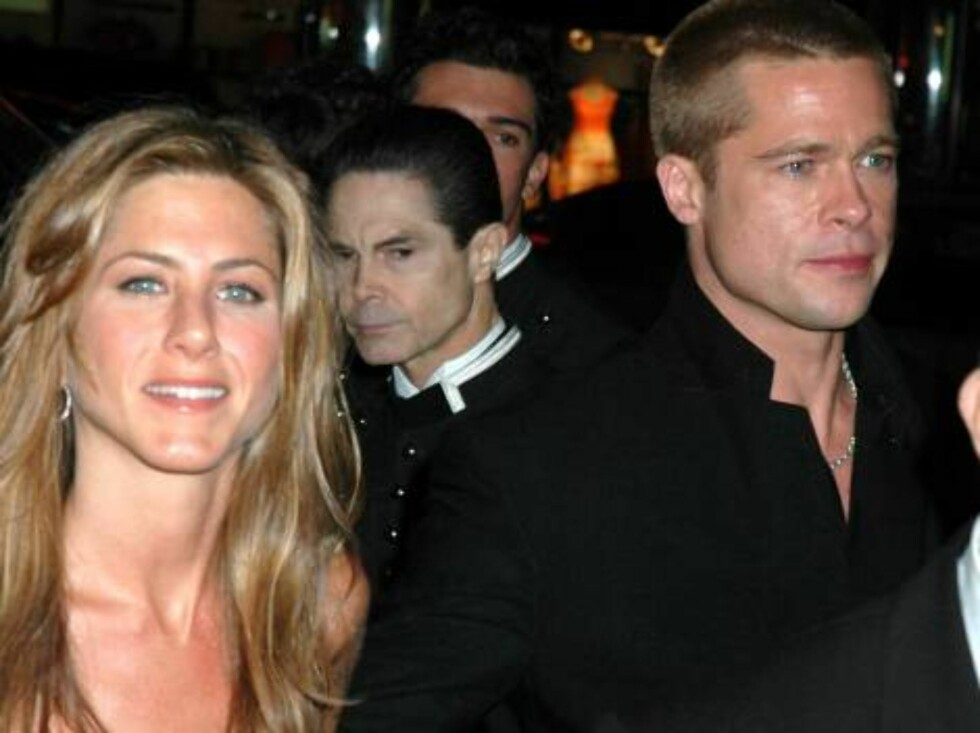 "JENIFFER ANISTON AND BRAD PITT reunite after weeks apart (due to their work schedules) at the ""Troy"" premiere in New York.  They're seen here arriving to the after-party at Cipriani's.  May 10, 2004.  X17agency.com / ALL OVER PRESS Foto: All Over Press"