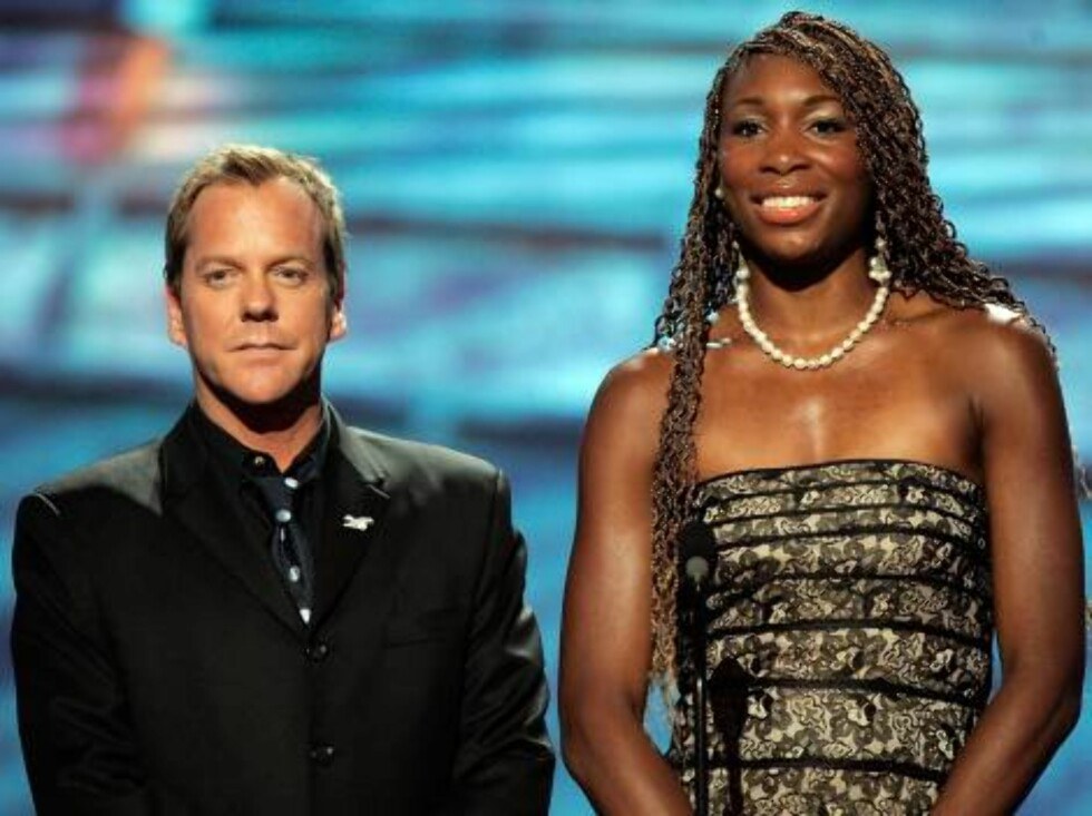 "HOLLYWOOD - JULY 12:  Actor Kiefer Sutherland and tennis player Venus Williams present the award for ""Record Breaking Performance"" at the 2006 ESPY Awards at the Kodak Theatre on July 12, 2006 in Hollywood, California.  (Photo by Kevin Winter/Getty Images Foto: All Over Press"