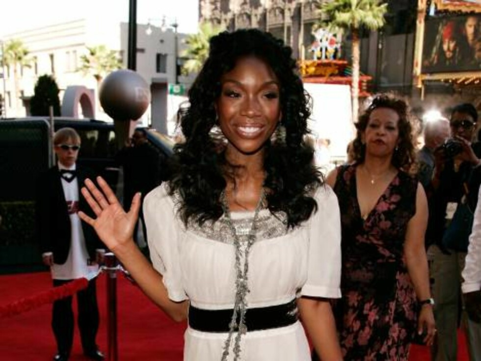 HOLLYWOOD - JULY 12:  Singer Brandy arrives at the 2006 ESPY Awards at the Kodak Theatre on July 12, 2006 in Hollywood, California.  (Photo by Vince Bucci/Getty Images) *** Local Caption *** Brandy  * SPECIAL INSTRUCTIONS:  * *OBJECT NAME: 71415539CA117_2 Foto: All Over Press