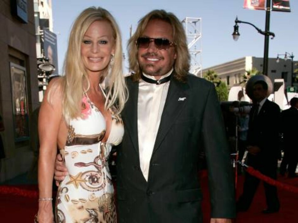 HOLLYWOOD - JULY 12:  Lia Neil and Vince Neil arrive at the 2006 ESPY Awards at the Kodak Theatre on July 12, 2006 in Hollywood, California.  (Photo by Vince Bucci/Getty Images) *** Local Caption *** Lia Neil;Vince Neil  * SPECIAL INSTRUCTIONS:  * *OBJECT Foto: All Over Press