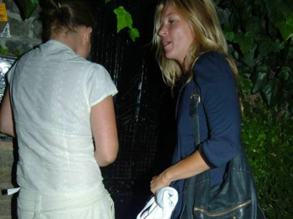 LONDON 2006-09-06.  Kate Moss had dinner with some of her old school-friends at J Sheeky restaurant. After tucking into plenty of oysters, not to mention a few bottles of wine, Kate looked a little hot under the collar and seemed to be in a hurry to get h Foto: Stella Pictures