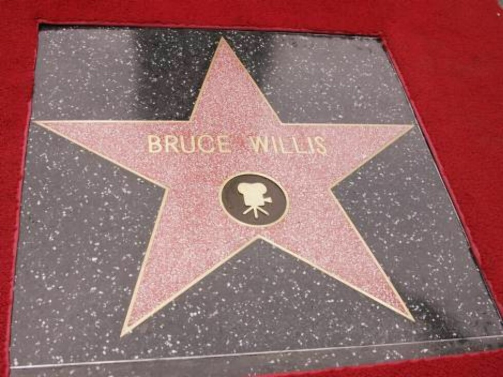 Bruce Willis is honored with the 2,321st Star on the Hollywood Walk of Fame in front of the Chinese Theatre. Los Angeles, October 16, 2006.  Photo: Jill Johnson/jpistudios Code: 4036  COPYRIGHT STELLA PICTURES Foto: Stella Pictures