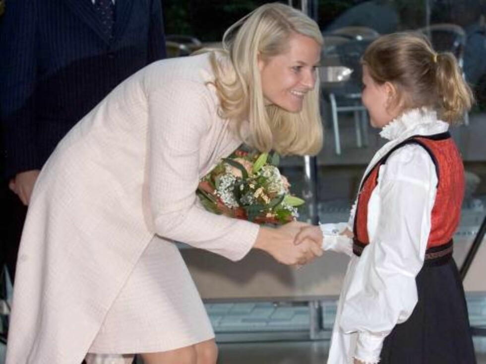 Crown Princess Mette-Marit of Norway visits Hamburg, Germany. Visit to the Consulate. Picture: UK Press Foto: All Over Press,  Antony Jones