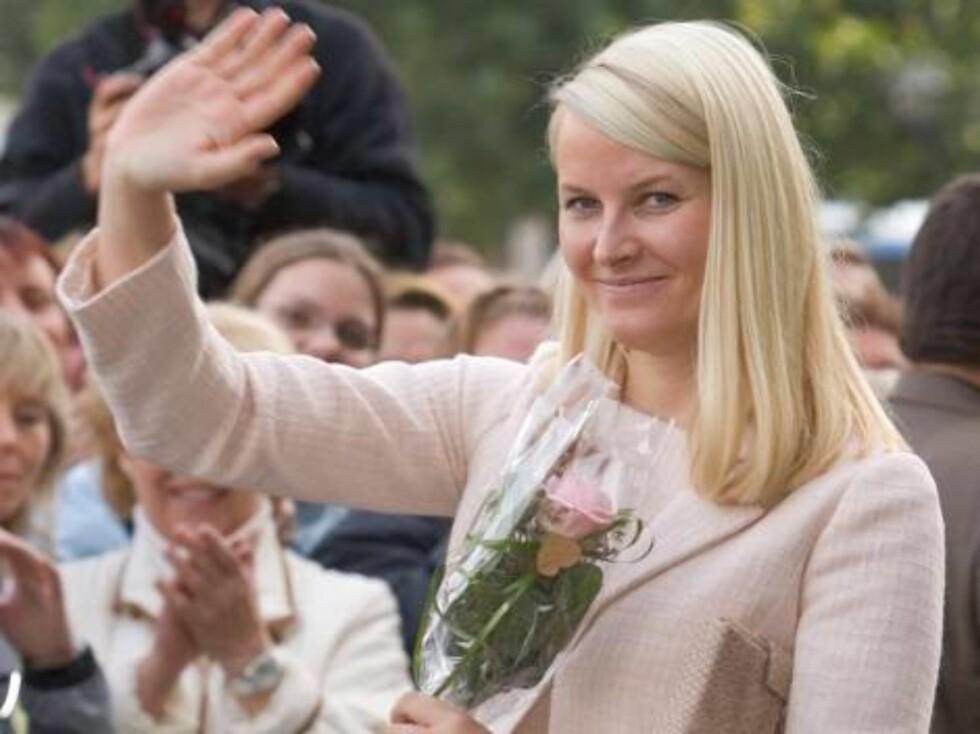 Crown Princess Mette-Marit of Norway visits Hamburg, Germany. Departing the Town Hall. Picture: UK Press Foto: All Over Press,  Antony Jones