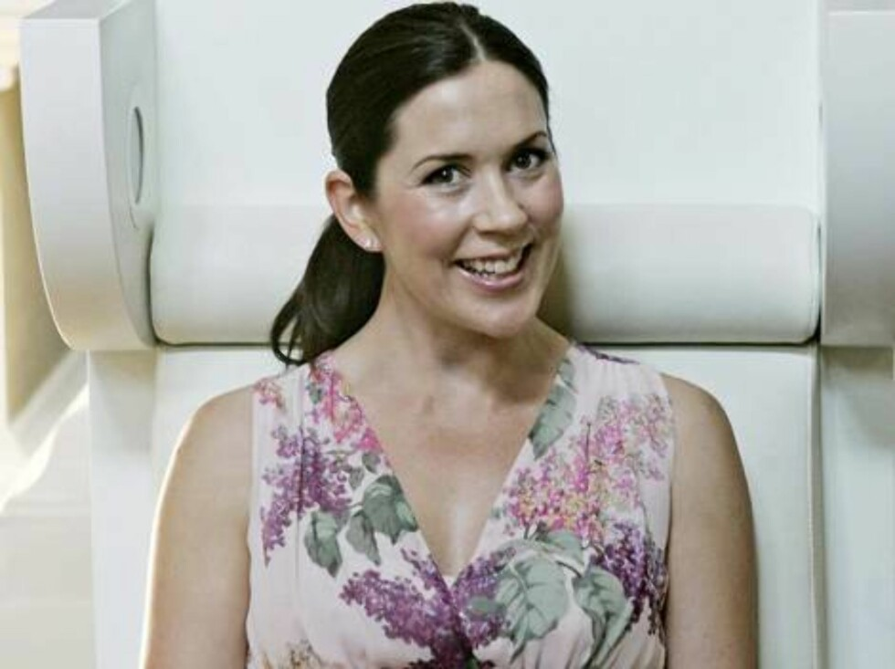 Australian born Danish crown princess Mary attends an exhibition on the troubles of learning to read and write of fairy tale writer Hans-Christian Andersen in Copenhagen, Monday, Aug. 22, 2005. The pregnant crown princess attended the exhibition to kickst Foto: AP