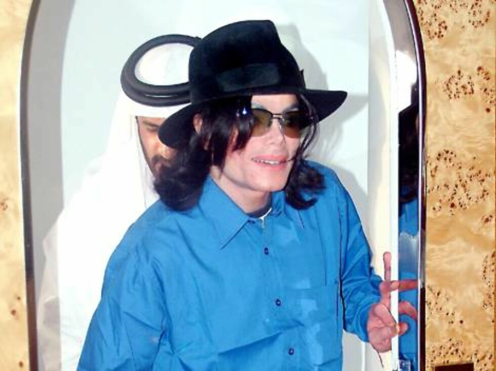 U.S. superstar Michael Jackson visiting an undisclosed location in Dubai on August 29, 2005. Jackson has been in Dubai for one week since August 20, 2005. Now that he seems to be living in Bahrain since the end of his child molestation trial in the United Foto: Stella Pictures